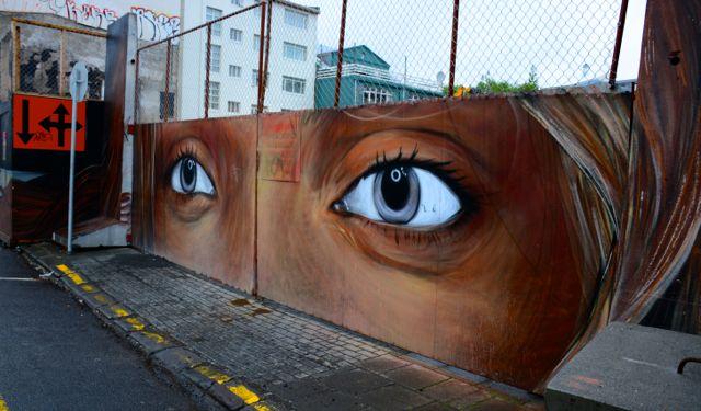 EyesDireGraffiti10040eec1eda29bfbd2c315093b5ea40.jpg